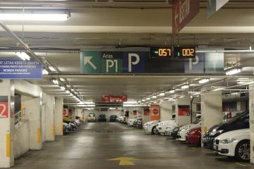 vehicle-stay-idle-waiting-at-parking